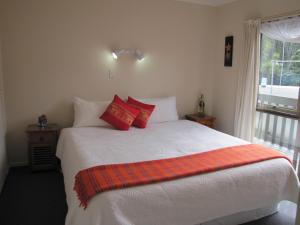 Tipi and Bobs Waterfront Lodge, Turistaházak  Tryphena - big - 42