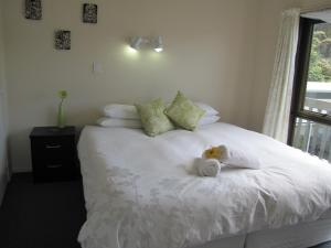 Tipi and Bobs Waterfront Lodge, Turistaházak  Tryphena - big - 60