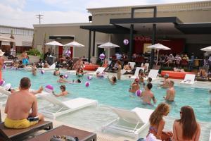 Horseshoe Bossier Casino & Hotel, Курортные отели  Бошьер-Сити - big - 59