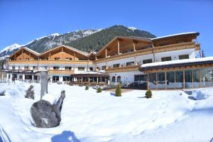 Wellness-Sporthotel Ratschings - Hotel - Racines