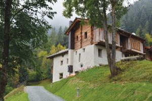 La Maison de Dolphe Chalet de Charme & Art gallery - Accommodation - Brusson