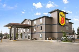 Super 8 by Wyndham Whitecourt, Szállodák  Whitecourt - big - 17