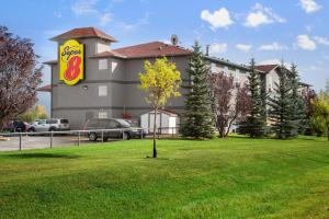 Super 8 by Wyndham Whitecourt, Szállodák  Whitecourt - big - 8