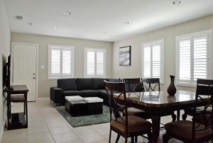 Anaheim Beacon House: 4 Bedroom, 2 Bath, 2 Car garage - Neff