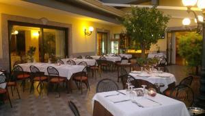 Hotel Ristorante Donato, Hotely  Calvizzano - big - 42
