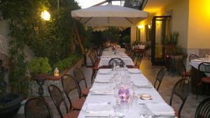 Hotel Ristorante Donato, Hotely  Calvizzano - big - 60