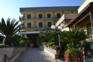 Hotel Ristorante Donato, Hotel  Calvizzano - big - 81