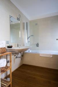 Vip Bergamo Apartments, Aparthotels  Bergamo - big - 86