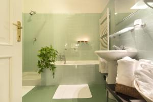 Vip Bergamo Apartments, Aparthotels  Bergamo - big - 72