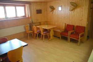 Pension Kastel, Bed and breakfasts  Zeneggen - big - 35