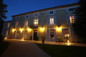 Location gîte, chambres d'hotes Le Castel Pierre - Maison privée 4 étoiles - 18 personnes dans le département Gers 32