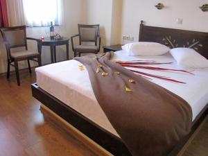 Hotel Mirovoli, Отели  Милиес - big - 33