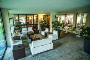Hotel Holiday Sport & Relax, Hotels  Nago-Torbole - big - 27