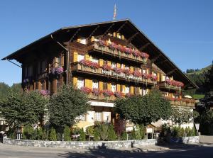 Hotel Saanerhof - Accommodation - Gstaad