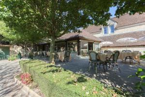 Hôtel Résidence Normandy Country Club, Szállodák  Bellême - big - 71