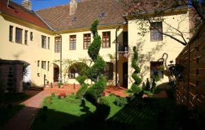 Guesthouse Maksimilian, Guest houses  Osijek - big - 1