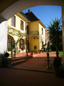 Guesthouse Maksimilian, Guest houses  Osijek - big - 57