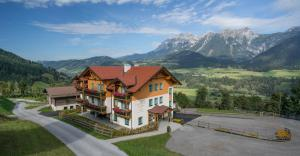 Landhaus Birgit - Apartment - Haus im Ennstal