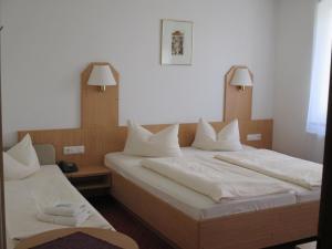 Hotel & Gästehaus Krone, Hotely  Geiselwind - big - 13