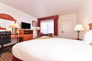 Magnuson Hotel and Suites Alamogordo, Hotels  Alamogordo - big - 96