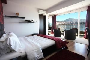 __{offers.Best_flights}__ Paralimnio Suites