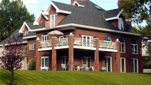 Toad Hall Manor Bed and Breakfast - Accommodation - Butte