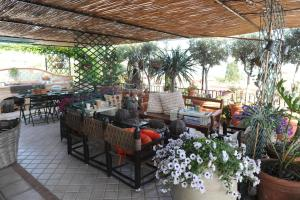 Terrazza Pavone, Apartmány  Aci Castello - big - 1