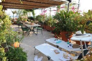 Terrazza Pavone, Apartmanok  Aci Castello - big - 5