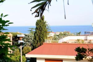 Terrazza Pavone, Apartmanok  Aci Castello - big - 20