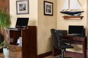Ramada by Wyndham Naples, Hotely  Naples - big - 25