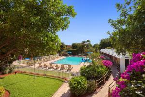 Ramada by Wyndham Naples, Hotely  Naples - big - 51