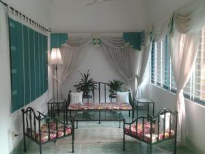 Le Chateau - Within Lake & Park, Penzióny  Dháka - big - 3