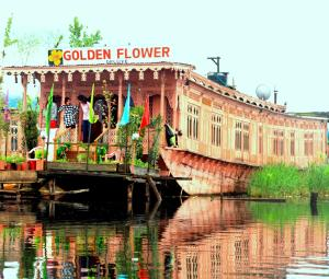 Golden Flower Heritage Houseboat, Ботели  Сринагар - big - 28