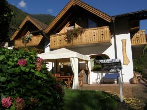 Villa Ilaria, Bed & Breakfasts  Caderzone - big - 10