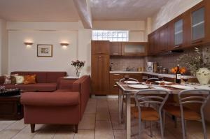 Suite (2-4 Persons)