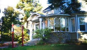 La Maison Drew B&B - Accommodation - Magog-Orford