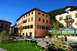 Appartamenti Violalpina - Via Trento - AbcAlberghi.com