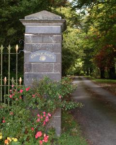 Rhosygilwen Courtyard - Llechryd