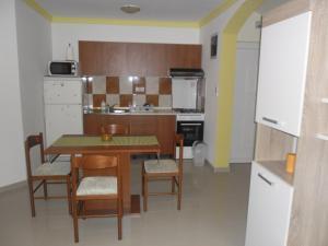 Apartment Elza, Apartments  Povljana - big - 6