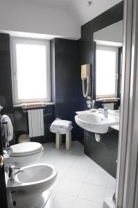 Hotel 5 Miglia, Отели  Ривизондоли - big - 21