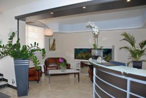Hôtel Comté de Nice, Hotely  Beaulieu-sur-Mer - big - 85