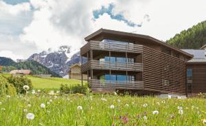 Saleghes Mountain Residence - AbcAlberghi.com