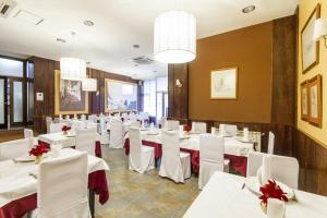 Hostal Restaurante Alarico, Guest houses  Allariz - big - 27