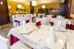 Hostal Restaurante Alarico, Guest houses  Allariz - big - 28