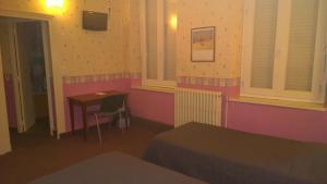 Hôtel Saint - Pierre, Hotels  Villedieu-les-Poëles - big - 49