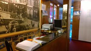 Hôtel Saint - Pierre, Hotels  Villedieu-les-Poëles - big - 46
