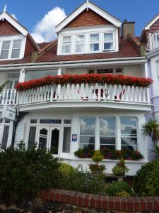 Pebbles Guest House - London