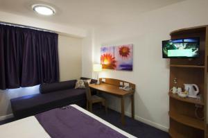 Premier Inn Manchester Airport Runger Lane North, Hotely  Hale - big - 14