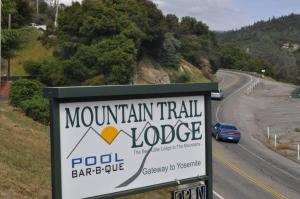 Mountain Trail Lodge and Vacation Rentals, Lodges  Oakhurst - big - 103