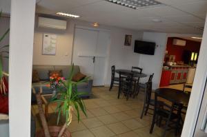 Résidence Foch, Aparthotels  Lourdes - big - 46